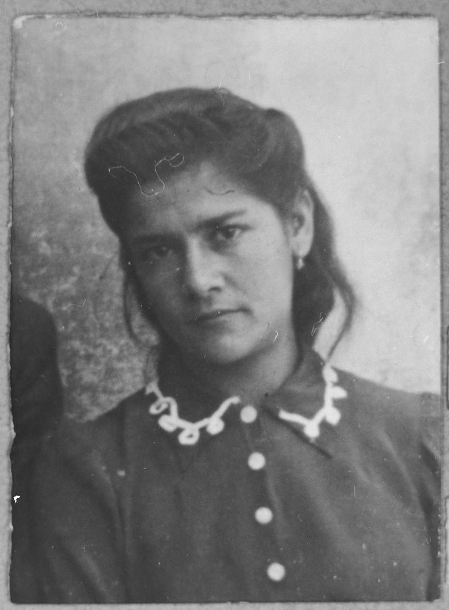 Portrait of Alegra Sarfati, daughter of Leon Sarfati.  She was a student.  She lived at Herzegovatska 46 in Bitola.