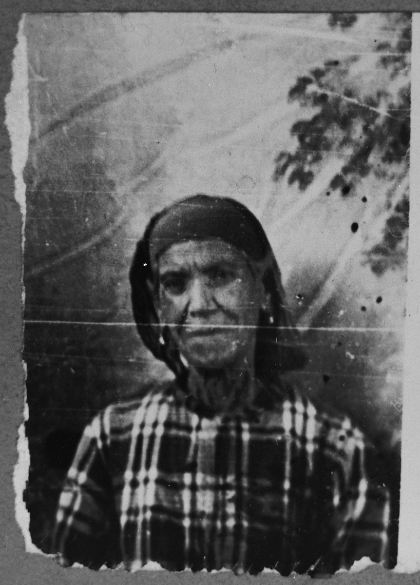 Portrait of unidentified woman with last name, Sadikario.
