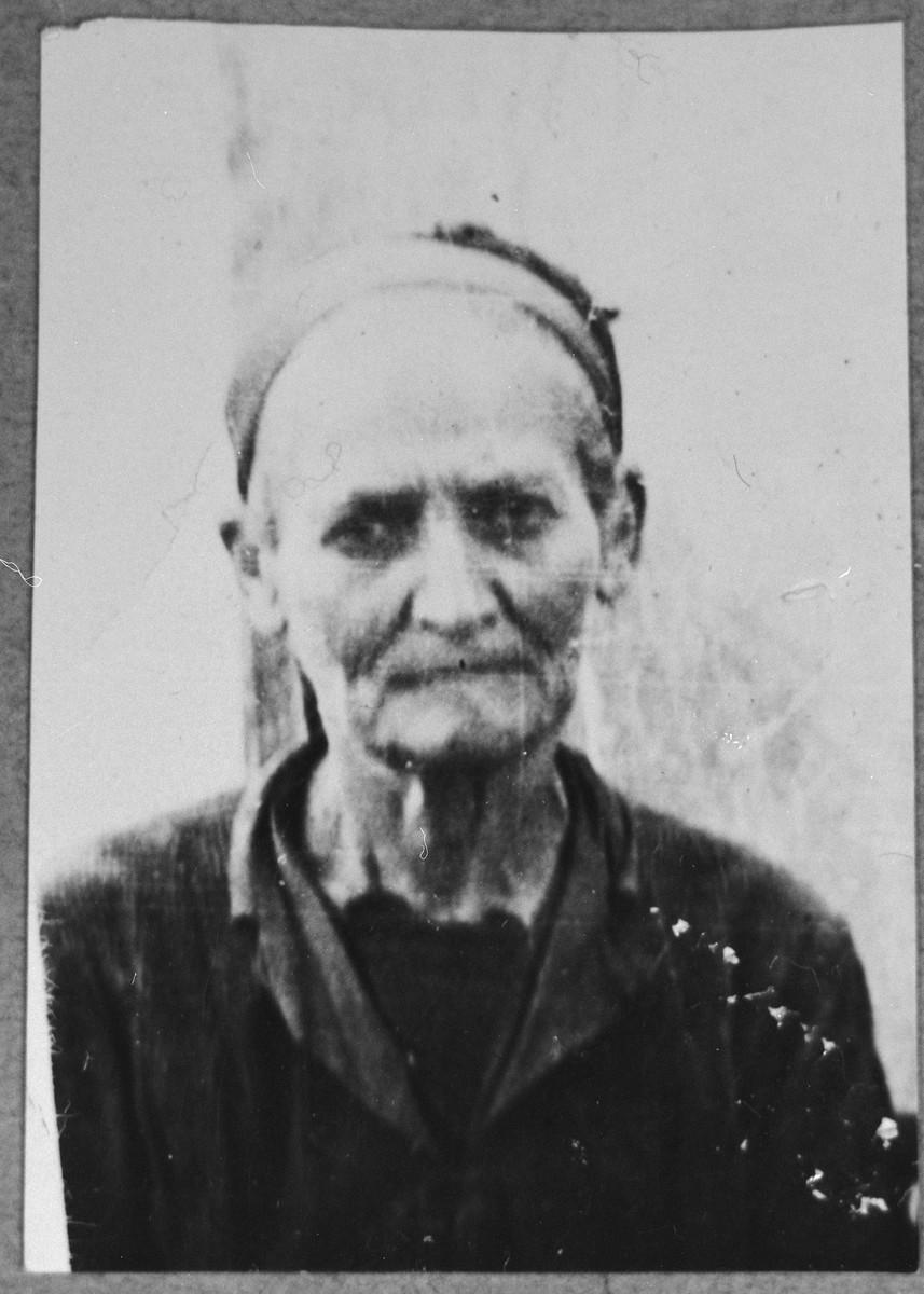 Portrait of Luna Sarfati (patronymic: Bohor).  She lived at Krstitsa 7 in Bitola.
