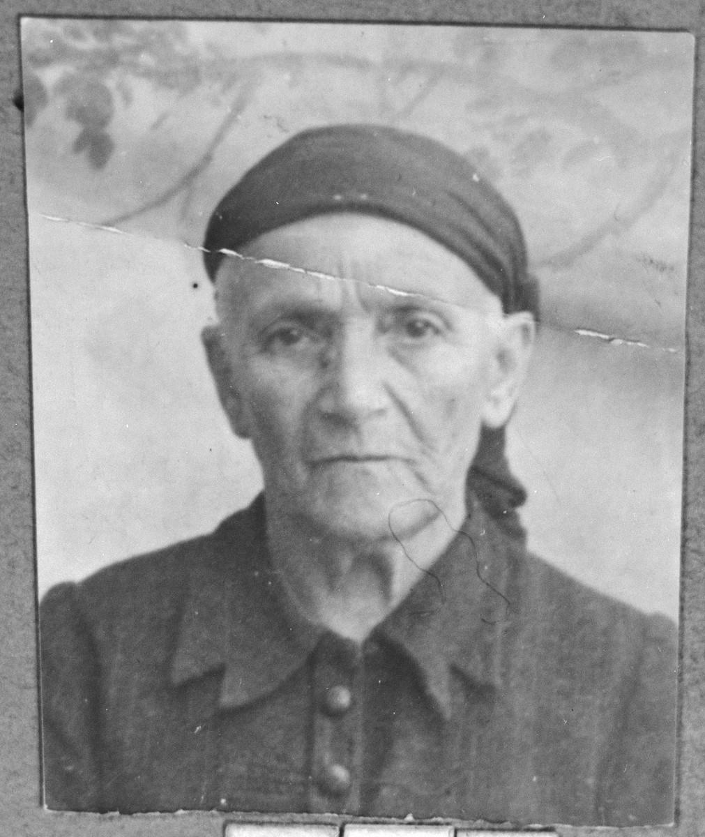 Portrait of Reina Russo (patronymic: Isak).  She lived on Banatska in Bitola.