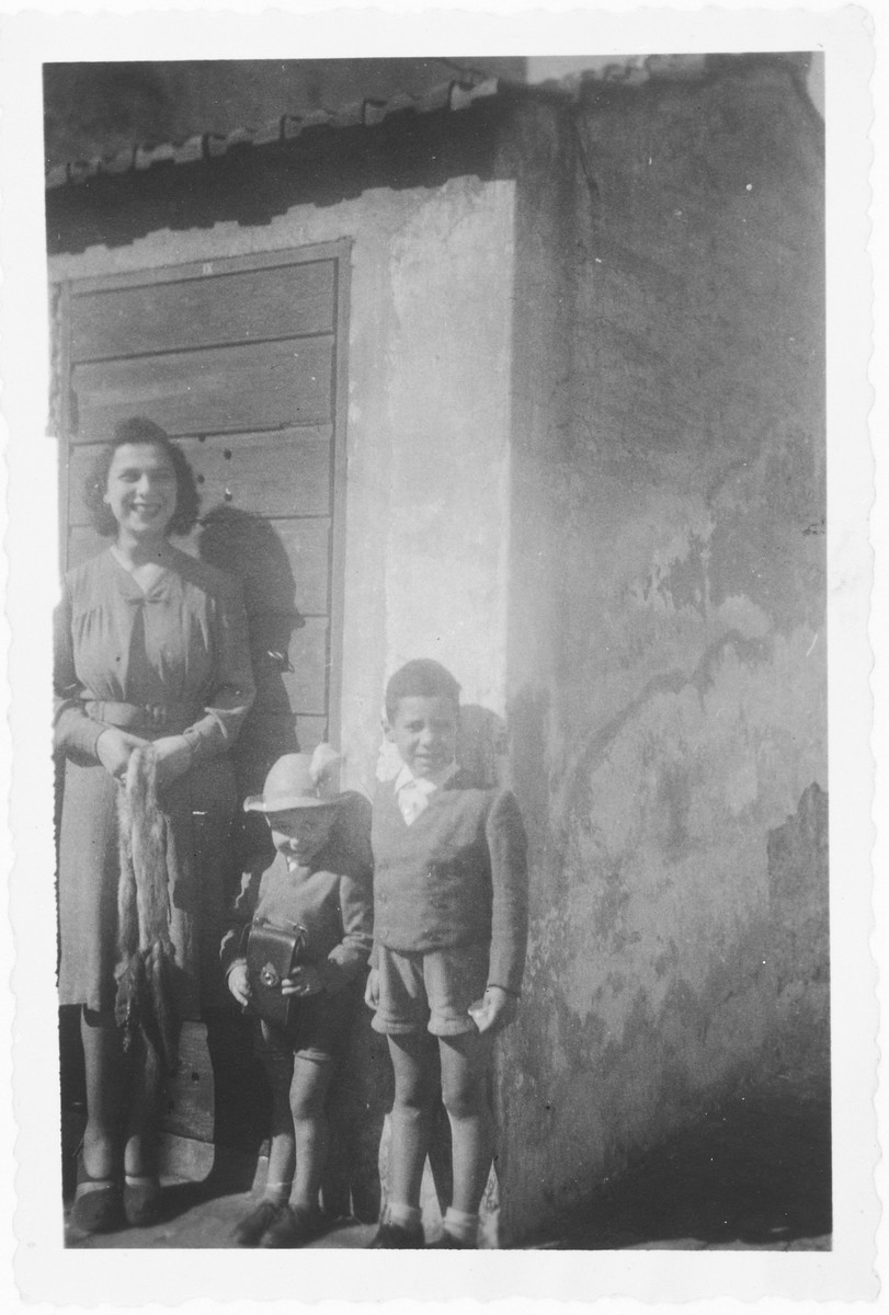 Nando and David Tagliacozzo pose with their aunt, Titti Zarfatti.
