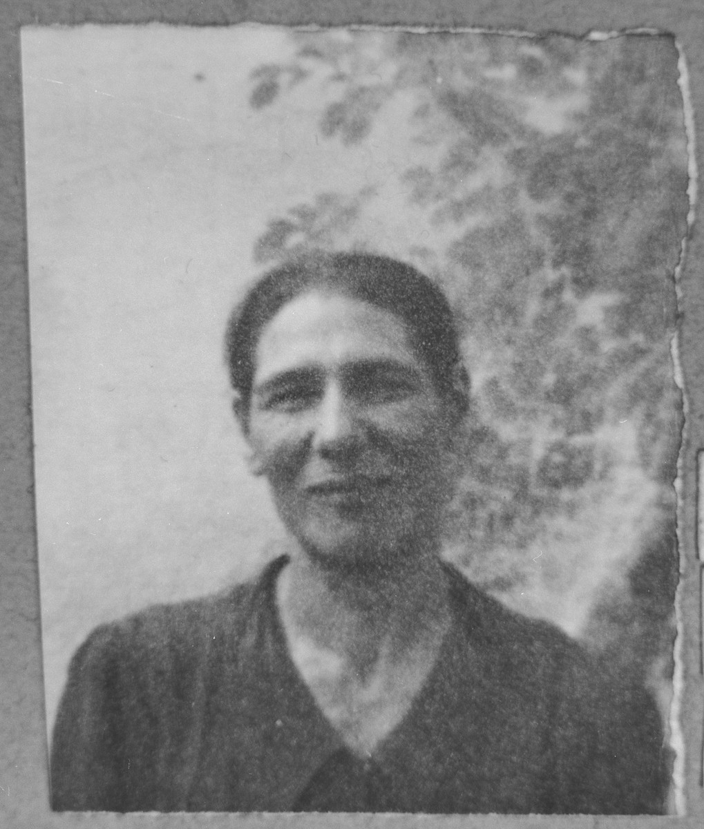 Portrait of Hana Sarfati (patronymic: Mushon).  She lived at Kossantchitcheva 18 in Bitola.