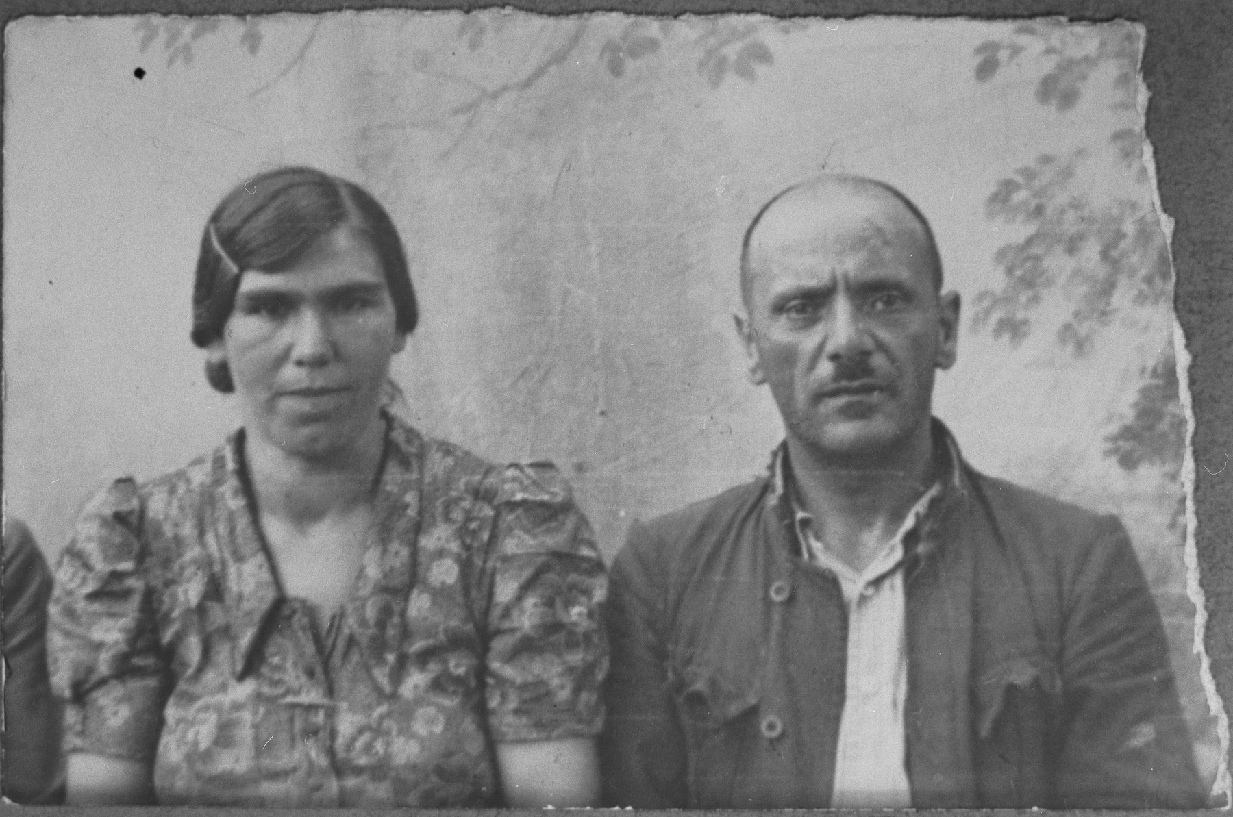 Portrait of Avram (Y.) Sadikario and his wife, Luna.  Avram was a laborer.  They lived at Krstitsa 30 in Bitola.