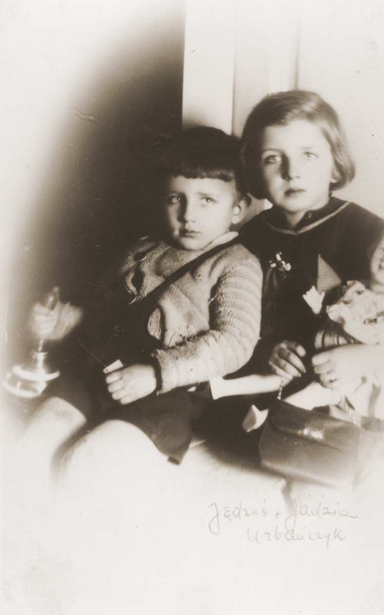 Portrait of Andrzej and Jadwiga Urbanczyk, two Polish children, whom Felicja Berland helped to take care of while she was living on false papers in Krakow.