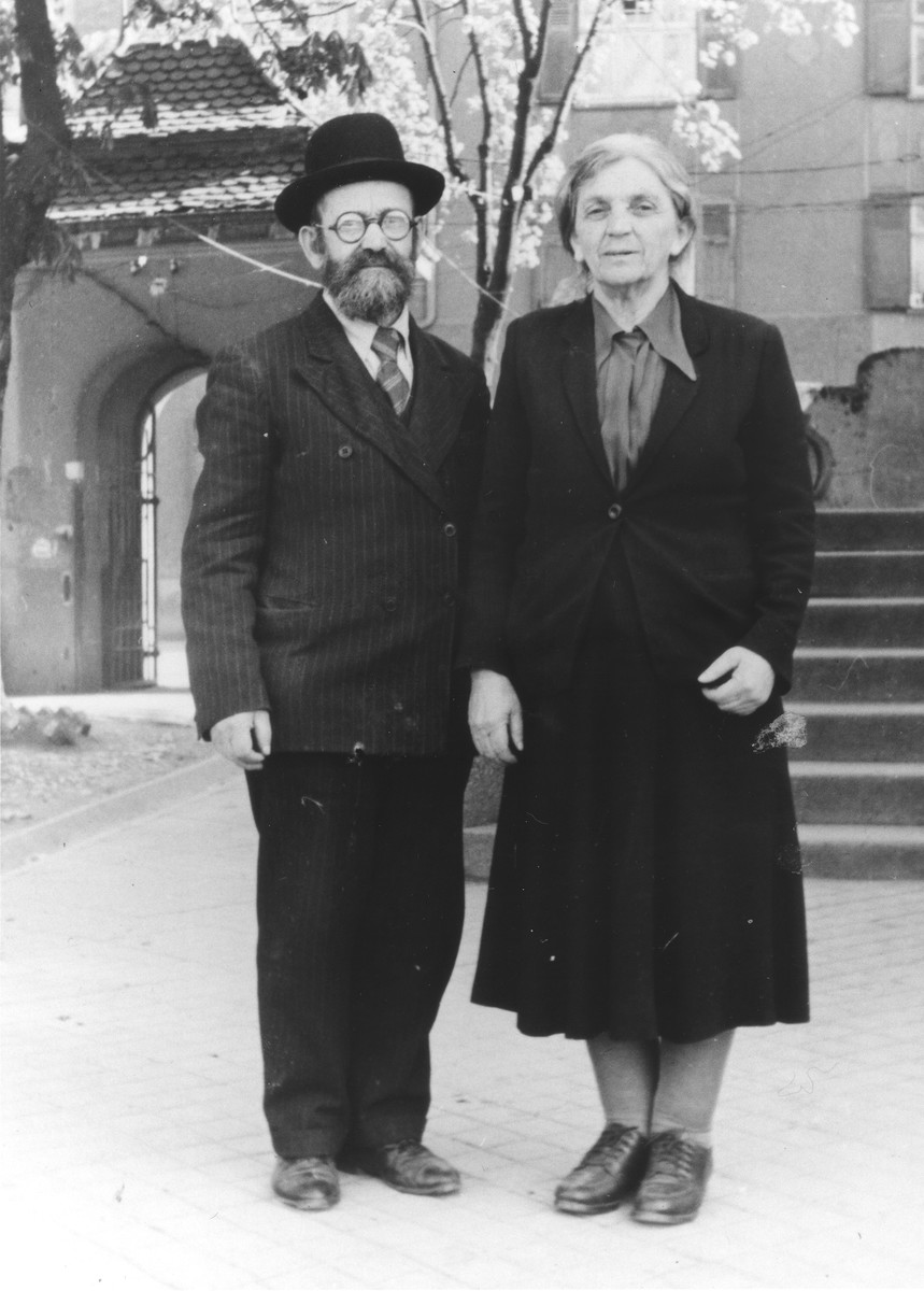 Portrait of Mordechai and Sheindl Rajs, tha parents of Hershel Rajs, in the Ulm displaced persons camp.