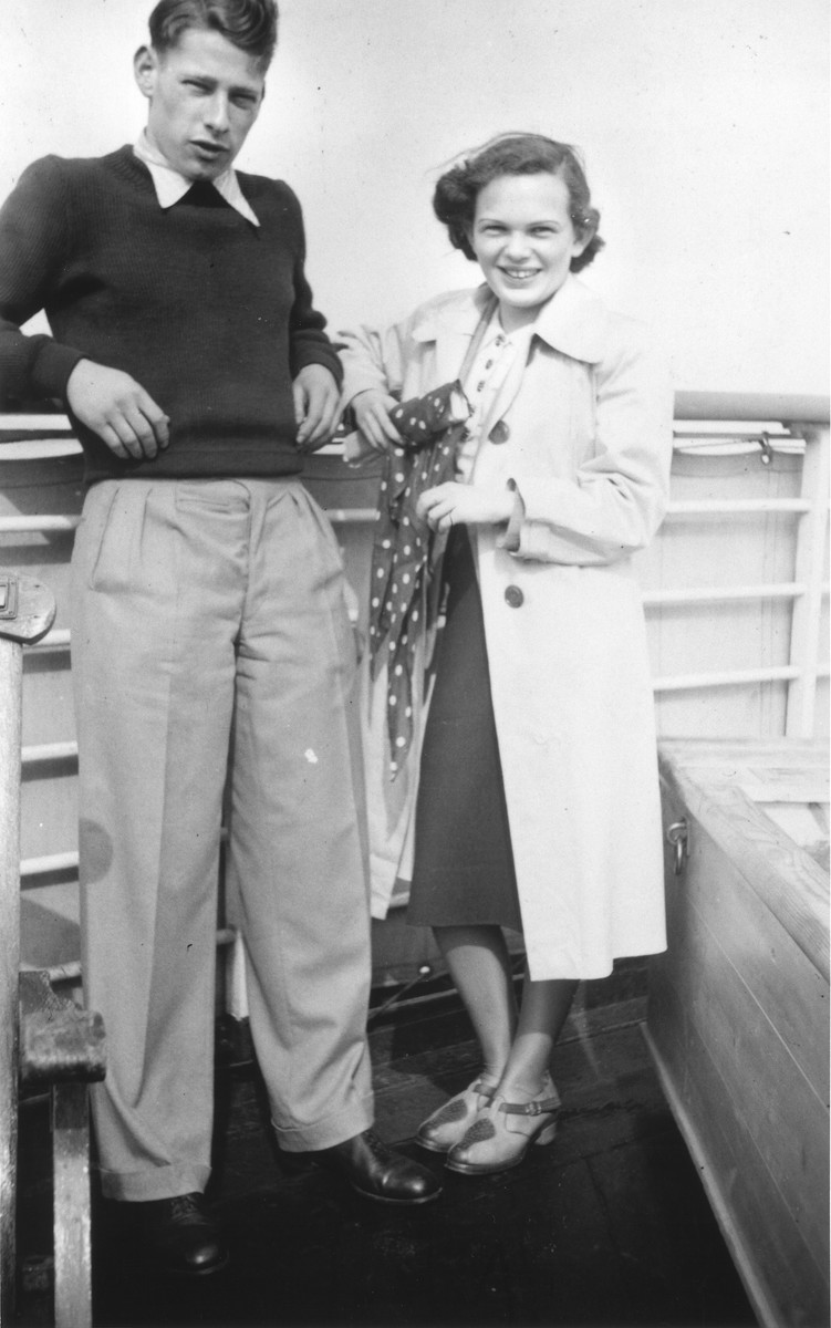 Fritz Hilb and Ilse Karliner pose on the deck of the MS St. Louis.