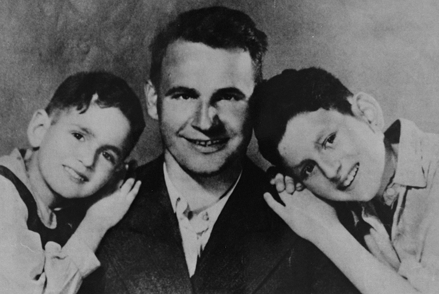 Polish rescuer Alex Roslan poses with David and Jacob Gutgeld, the two Jewish children he hid during the German occupation of Warsaw.