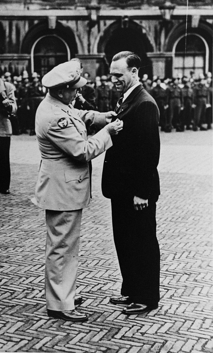 John Weidner is presented with the Medal of Freedom by an American officer in recognition of his rescue efforts during World War II.