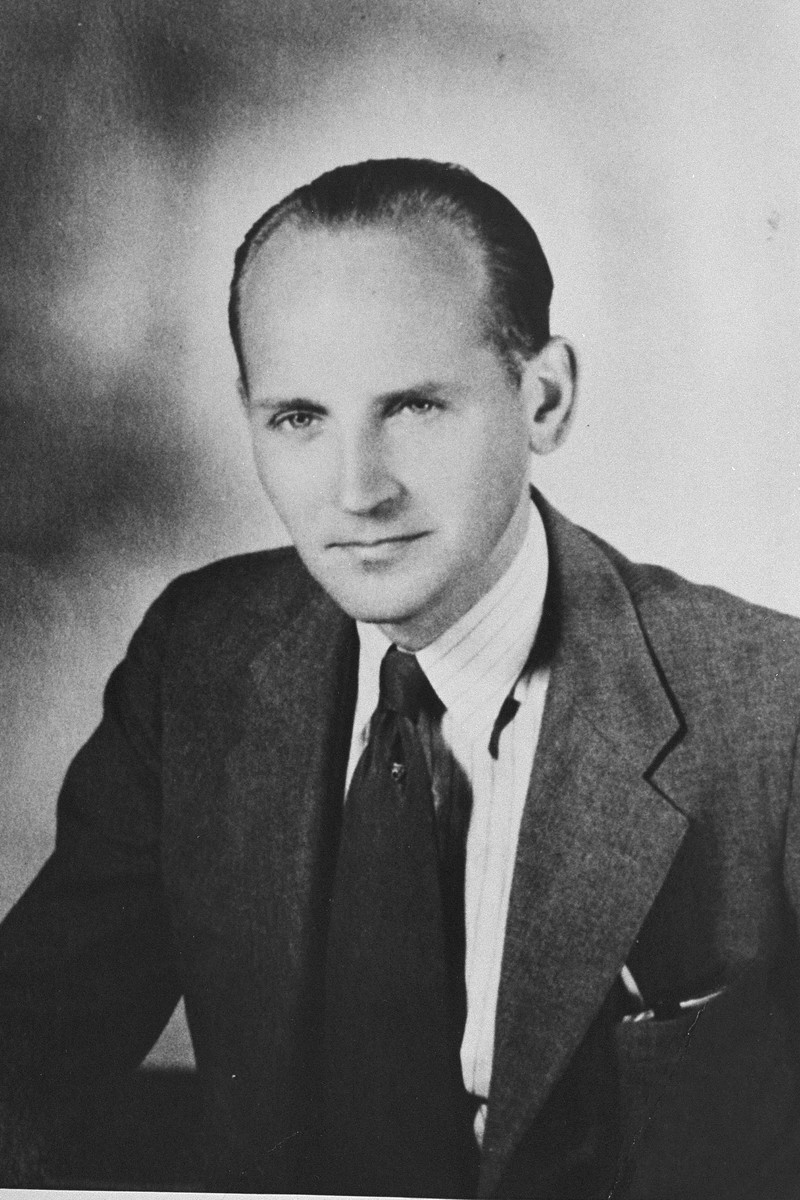 Portrait of Dutch rescuer Bert Bochove.
