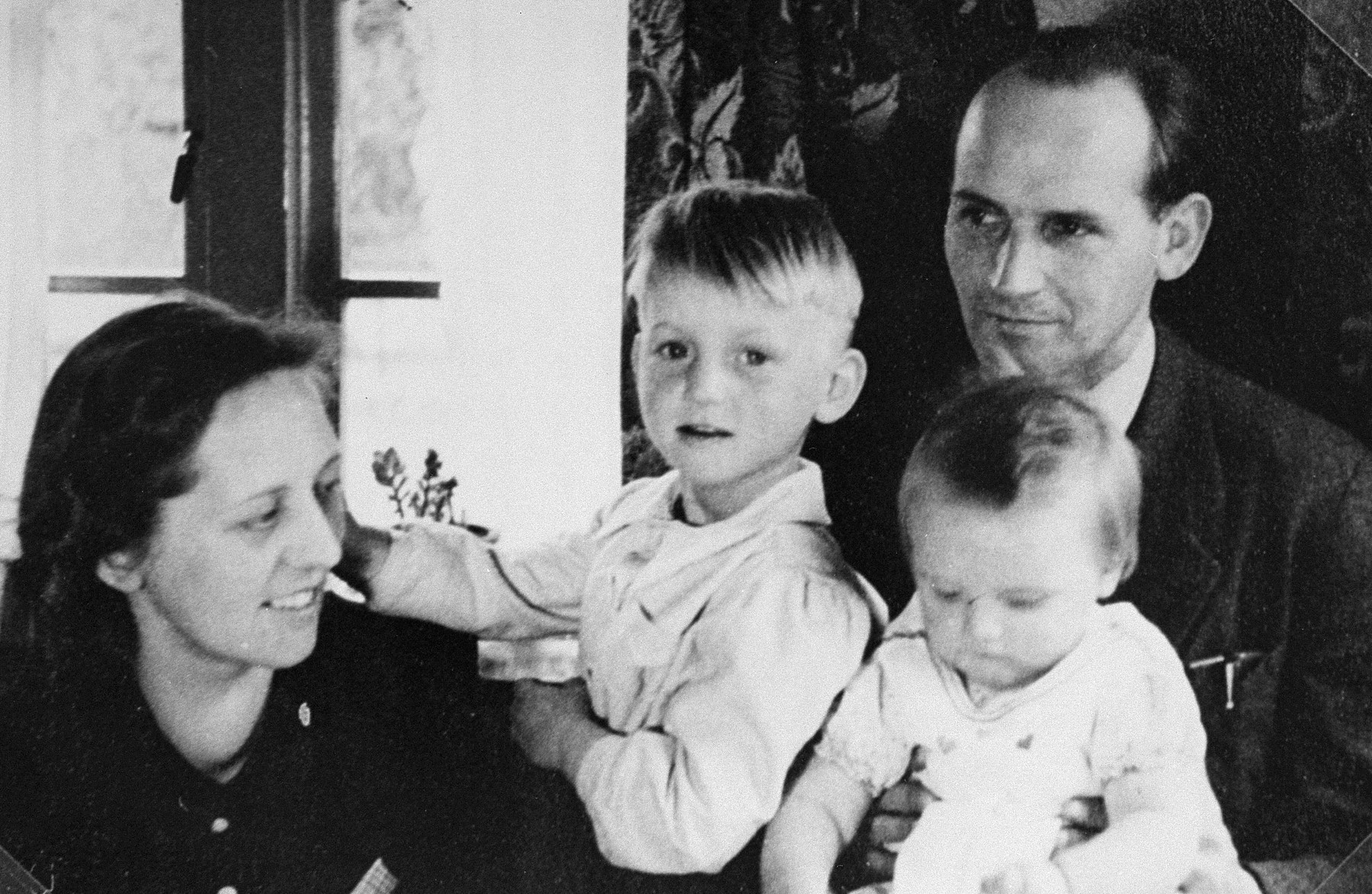 Bert Bochove with his first wife, Annie, and their children, Eric and Marise.