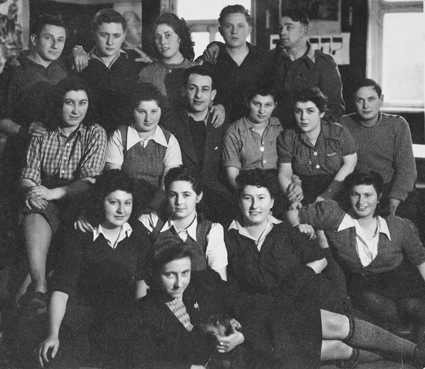 Group portrait of members of the Kibbutz Buchenwald hachshara (Zionist collective) in Geringshof, Germany.
