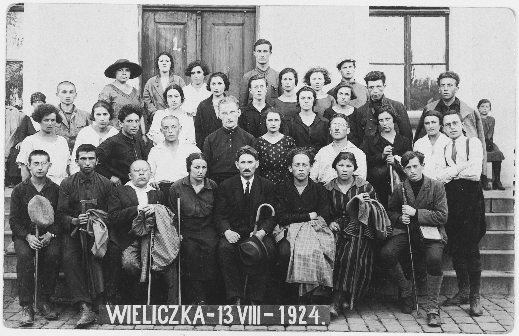 First graduation ceremony of the Vilner Lerer Seminar (Yiddish Teachers' Seminary) taken in Wieliczka, Poland.  Among those pictured are Jaffe-Shufres, Broyde, Yosef Kac, A. Segalowicz, L. Mashewitski, F. Barakin, Batke, Wiles, Y. Trupianski, Shifres, Prapitker, Akoshke, Kahanowicz.