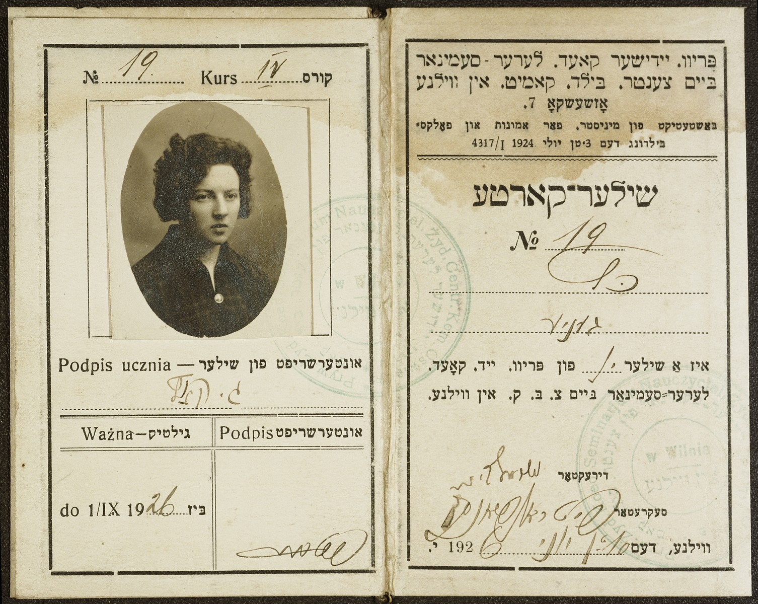 Student identification card of the Vilner Lehrer Seminar (Yiddish Teachers' Seminary) issued to Genia Kac, a young Jewish woman.  The Vilner Lehrer Seminar operated under the aegis of the Central Committee for Education in Vilna.