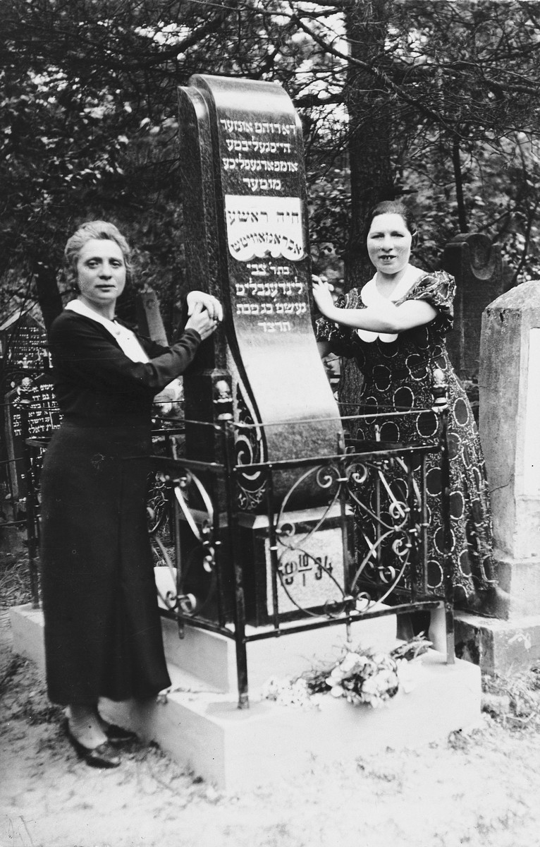 Lisa Abramowitz Shapiro and her sister Genia Abramowitz Sokobinson pose by the grave of their mother, Chaye Resha Abramowitz..