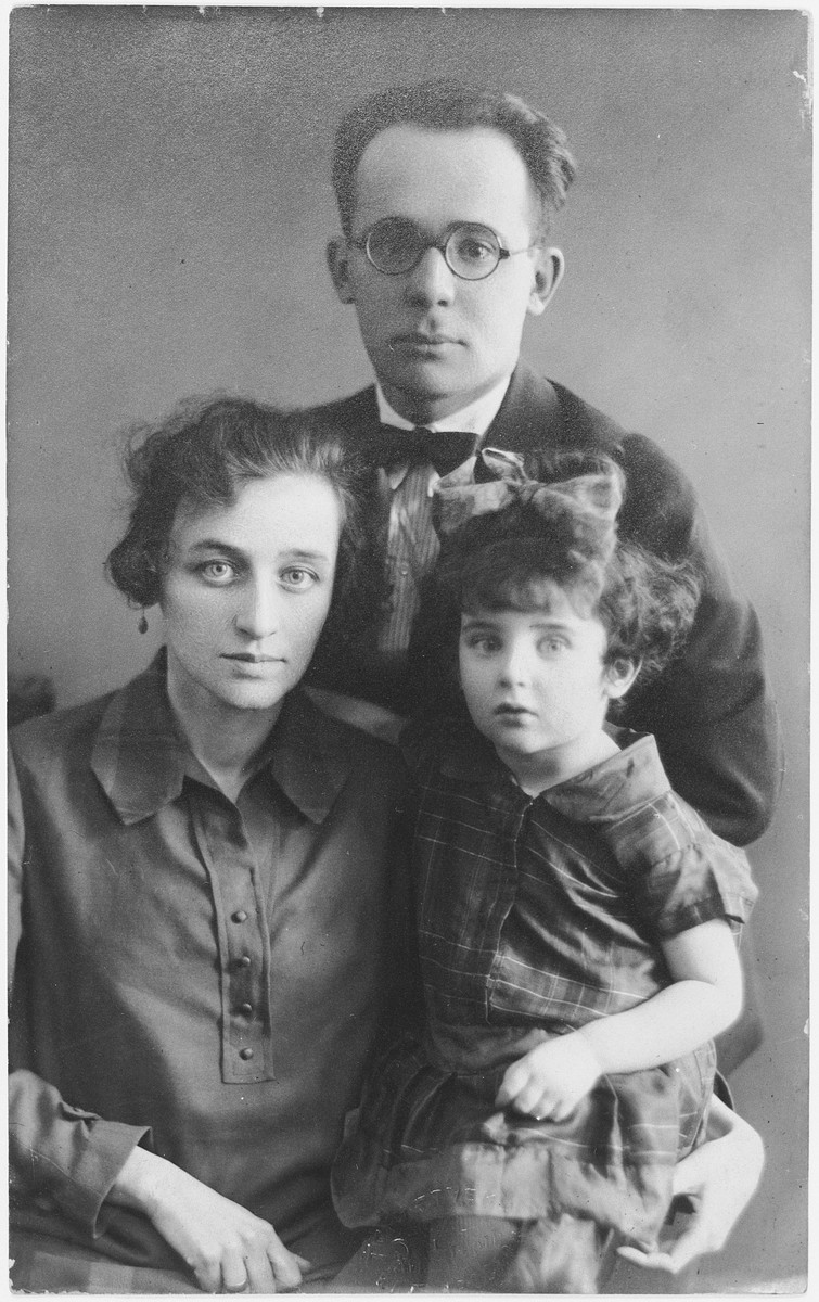 Family portrait of Abrasha and Nina Toper and their daughter Lala.