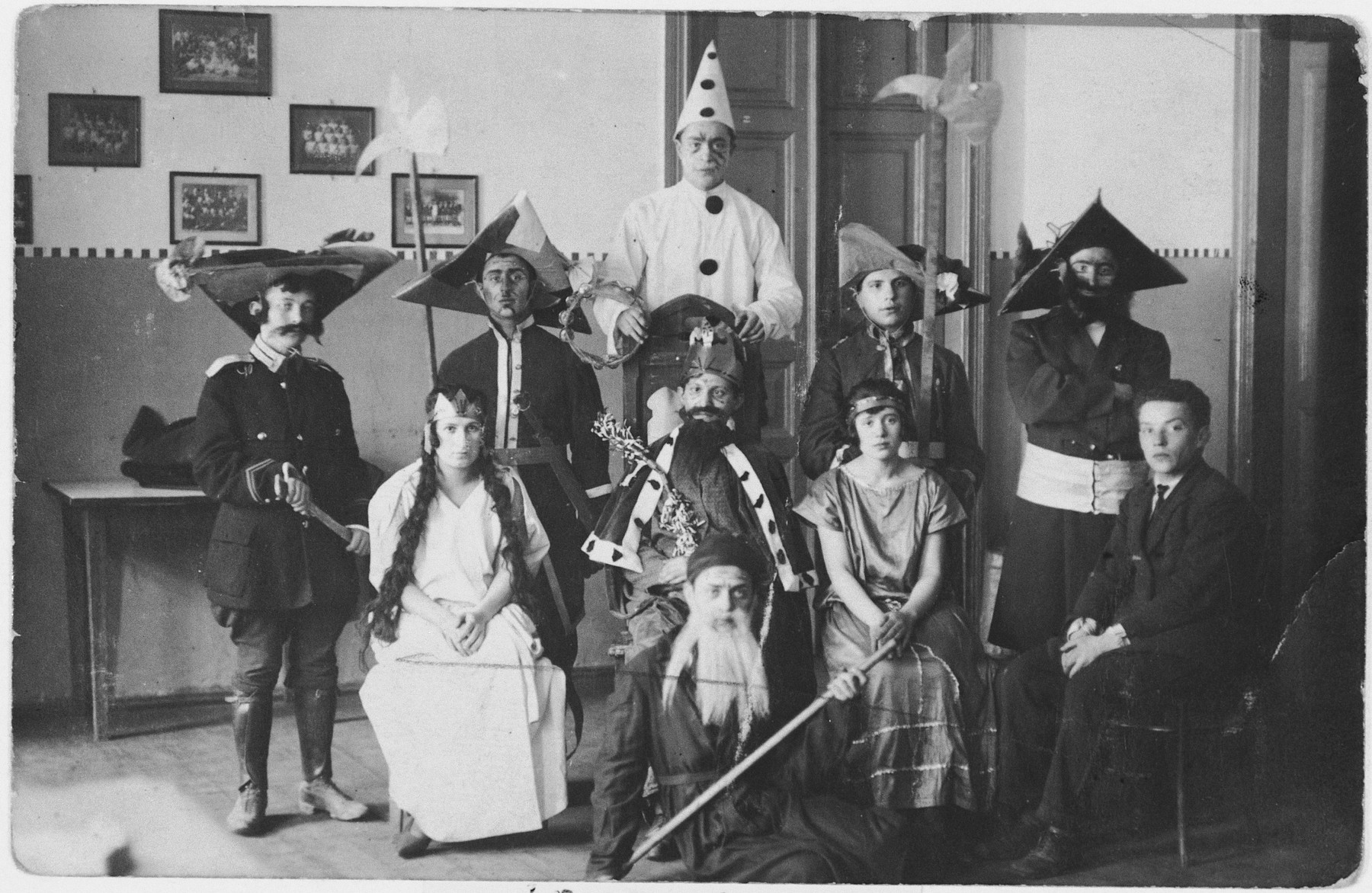 Students of the Vilner Lerer Seminar (Yiddish Teachers' Seminary) perform in a Purim play  Among those pictured are Batke Gilinski, Arthur Lermer, Grundman (from Lodz) amd Lichttsyer (Bielsk).