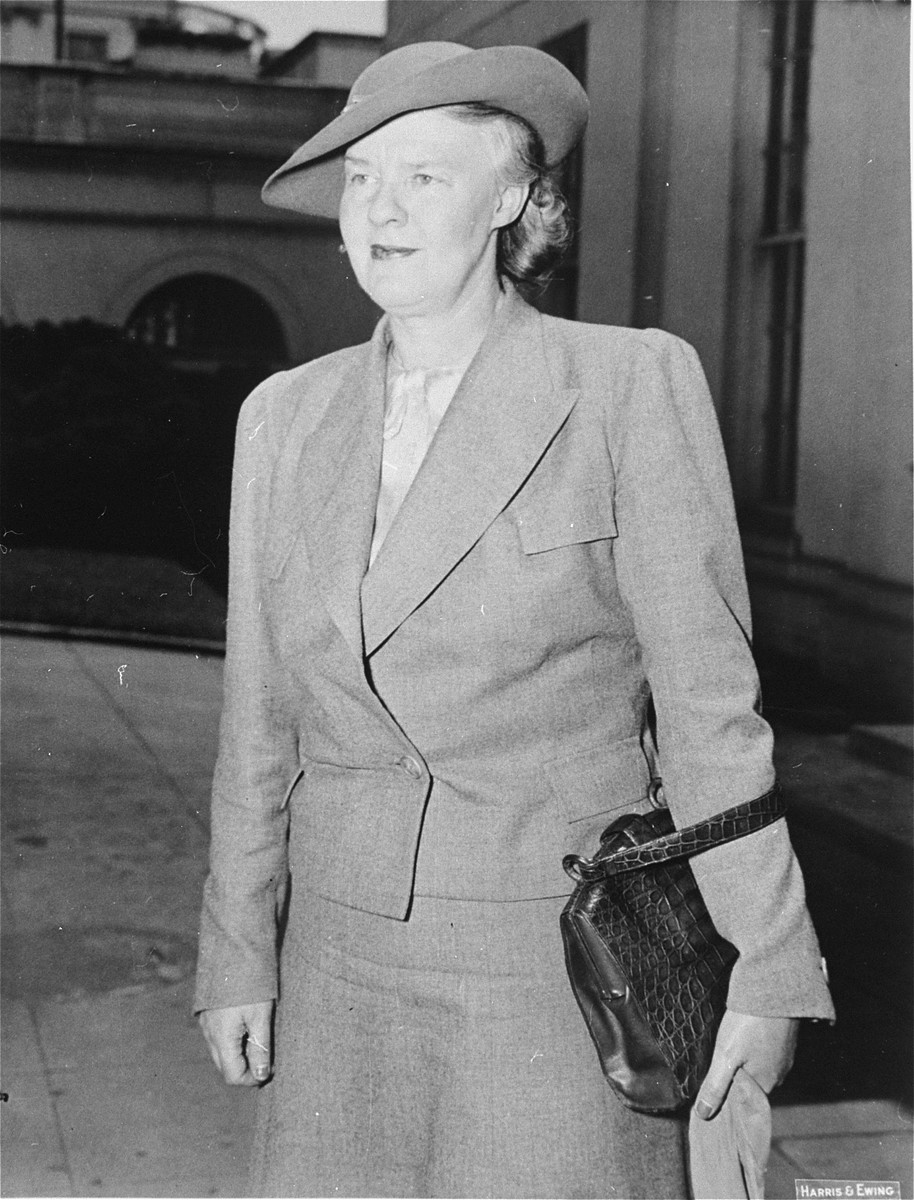 Newspaper columnist Dorothy Thompson visits President Roosevelt shortly after returning from Europe.