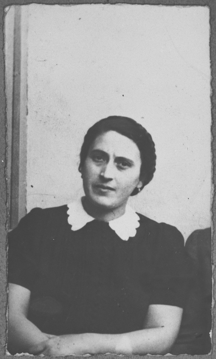 Portrait of Luna Kamchi, wife of Mois Kamchi.  She lived at Karagoryeva 107 in Bitola.