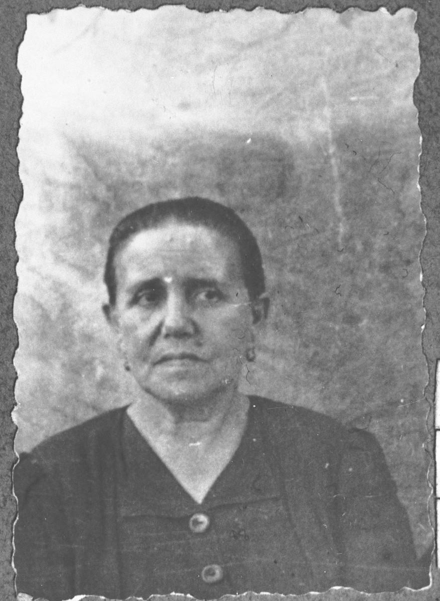 Portrait of Rebeka Kamchi, wife of Mushon Kamchi.  She lived at Skopyanska 76 in Bitola.