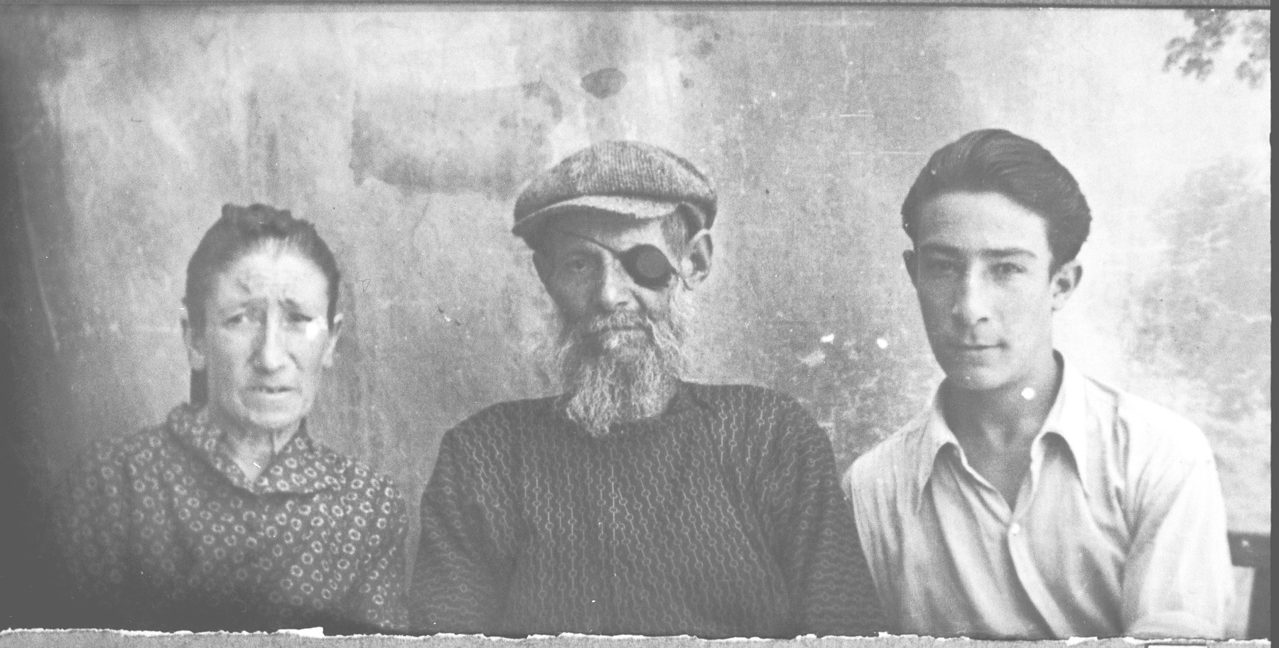 Portrait of Kutuel Kamchi, his wife, Djoya, and his son, Avram.  Kutuel was a lumber dealer and Avram, a laborer.  They lived at Orisarska 4 in Bitola.