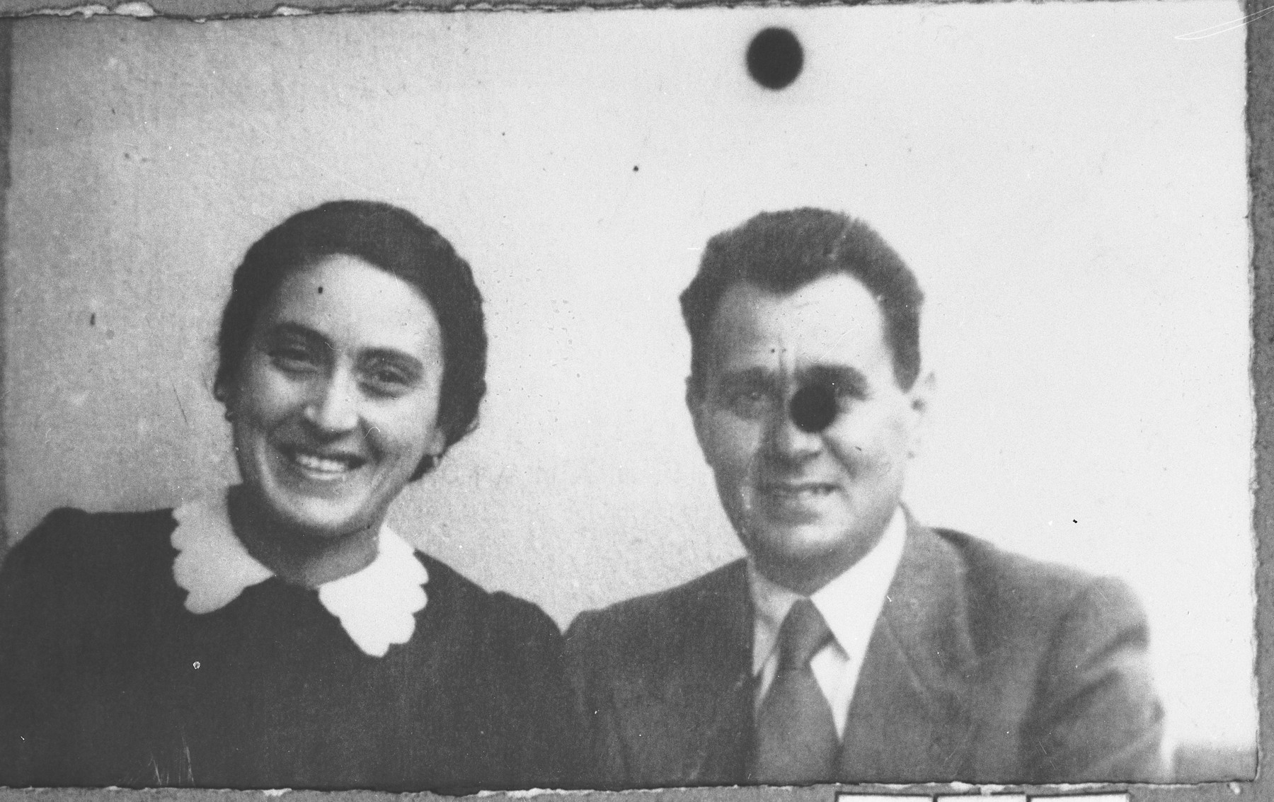 Portrait of Mois Kamchi, son of Solomon Kamchi, and Mois' wife, Luna.  Mois was an auto dealer.  They lived at Karagoryeva 107 in Bitola.