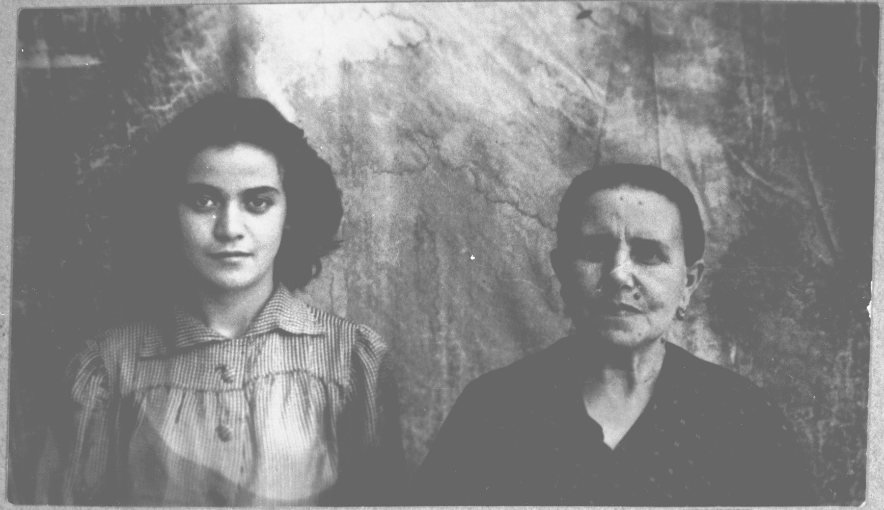 Portrait of Rebeka Kamchi, wife of Mushon Kamchi, and Mathilda Kamchi, daughter of Mushon Kamchi.  Mathilda was a student.  They lived at Skopyanska 76 in Bitola.