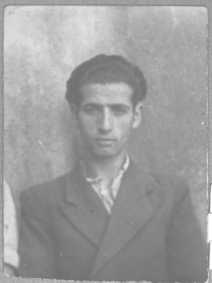 Portrait of Avram (M.) Benjakar.  He was a tailor.  He lived at Gostivarska 7 in Bitola.