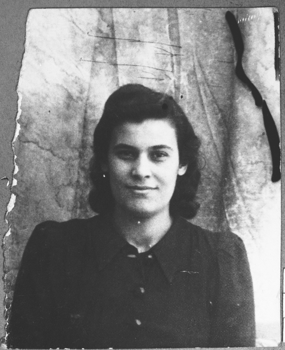 Portrait of Reina Kamchi (patronymic: Sava).  She lived at Svornitska 4 in Bitola.