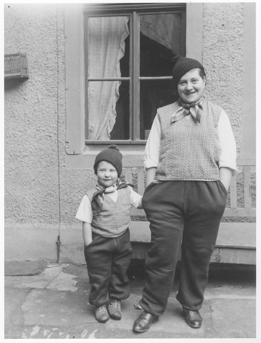 Ursula Klipstein and her mother dress up as vagabonds.