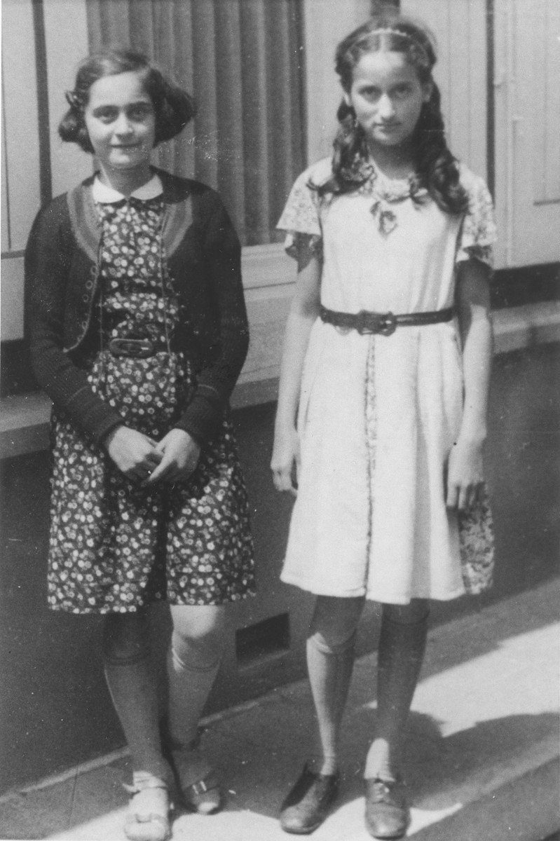 Doris Bloch (left) with her classmate and friend Gerritje van der Pol.