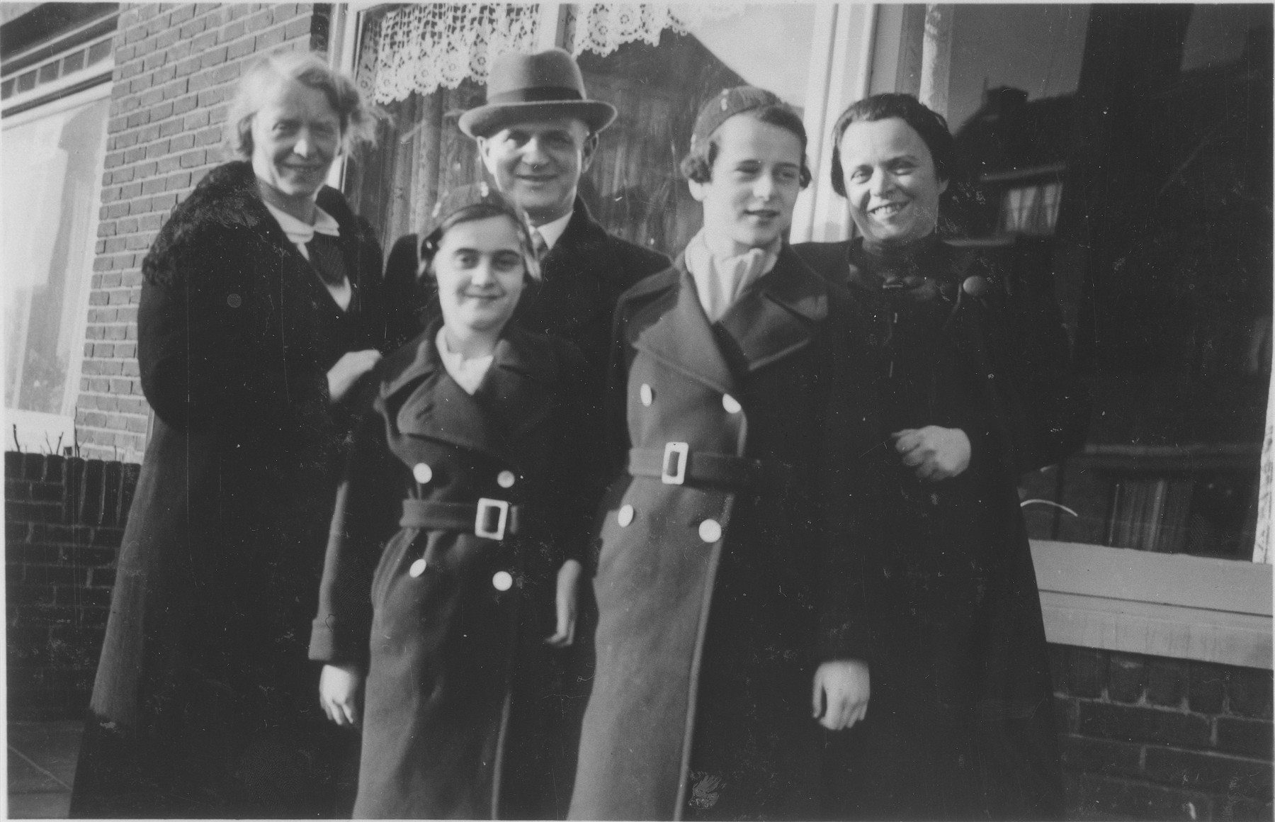 Portrait of the Bloch family in front of a house in Zandvoort.  Pictured from left to right are Ilse, Doris, Richard and Gerda Bloch and Marion (Cats) Hollander (Ilse's sister).