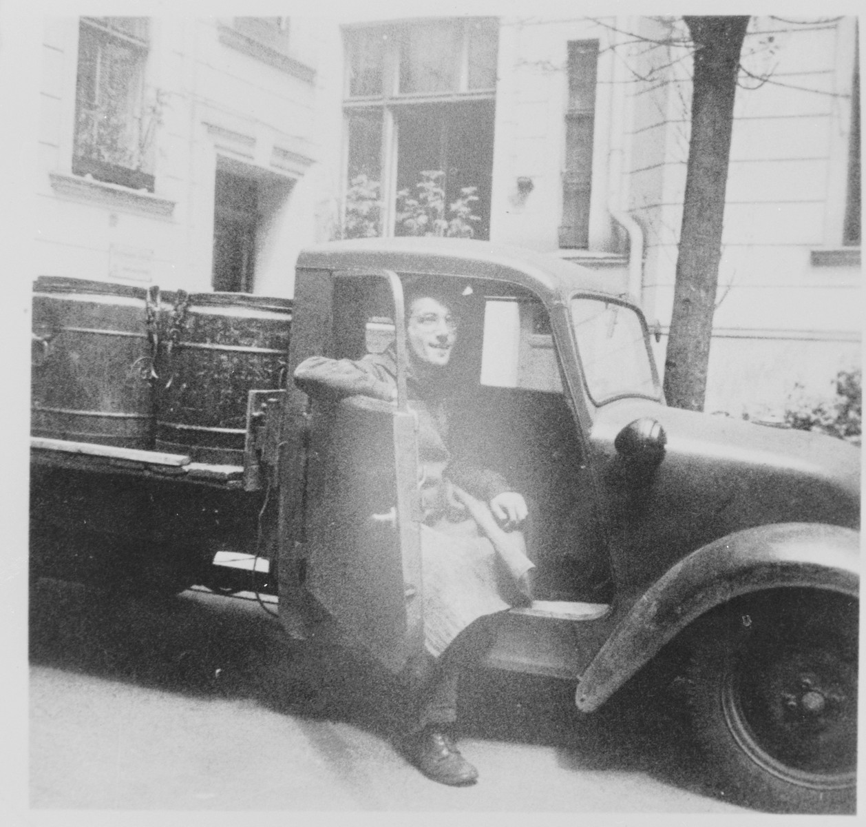 Jizchak Schwersenz sits in a truck outside the Jewish soup kitchen on Gormann Strasse.