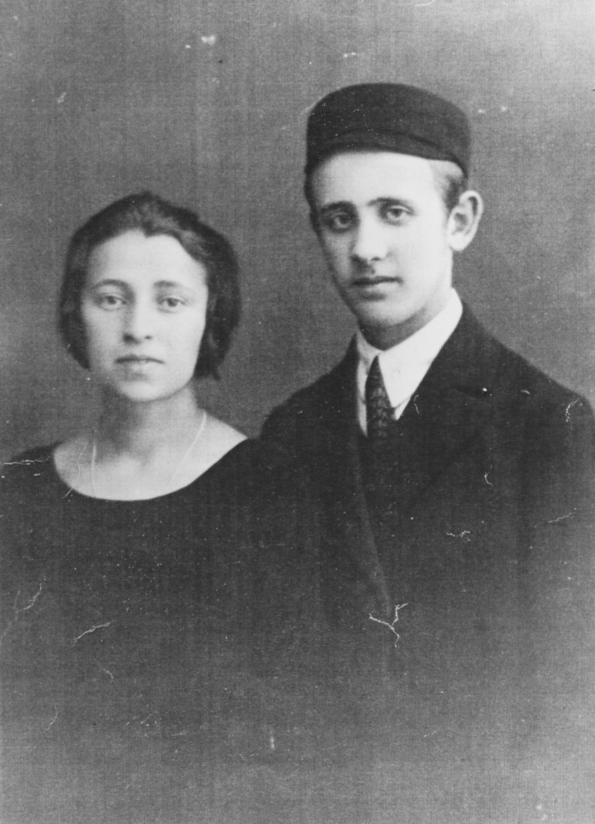 Engagement portrait of Isaac Finkelstajn and Estera Kartusz.