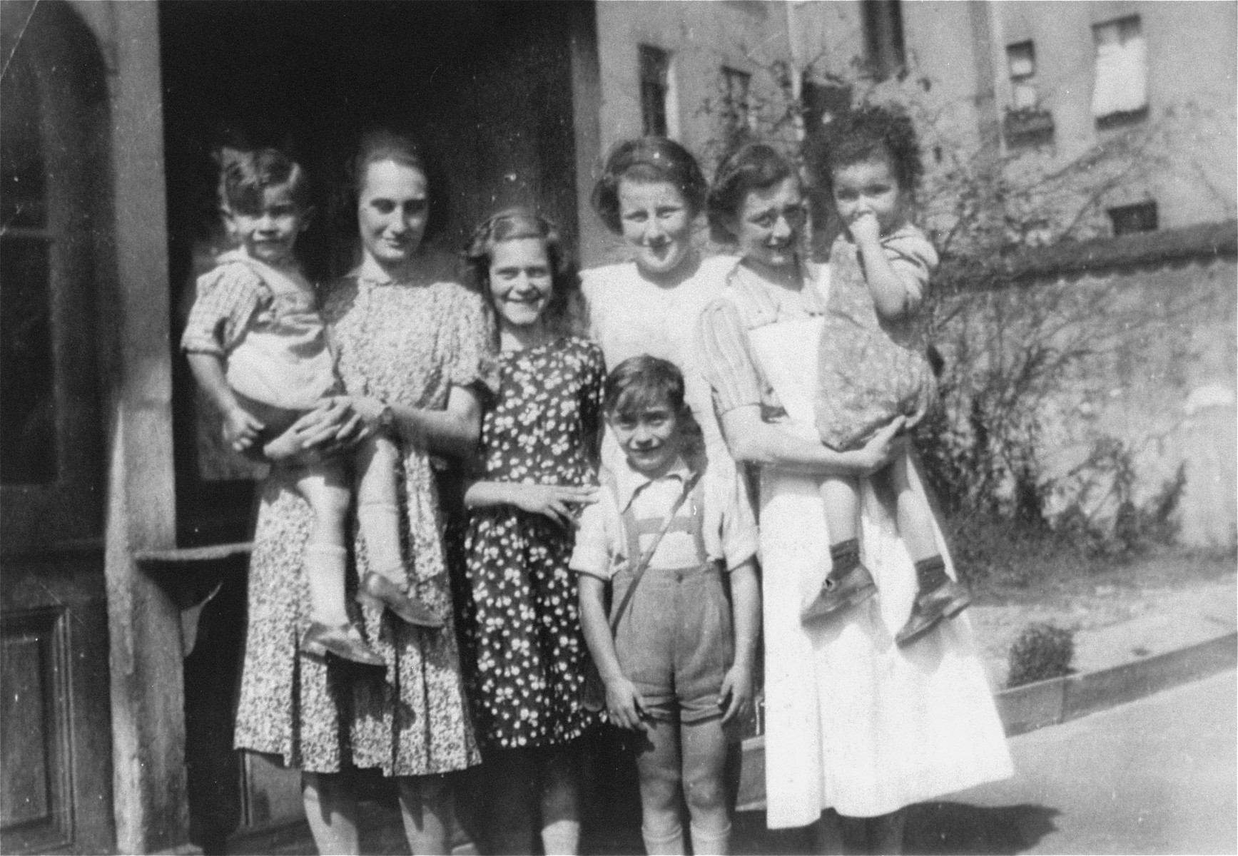 Group portrait of women and children at the Jewish Kinderheim [children's home] located at Fehrbelliner Strasse 92 in Berlin.   Among those pictured is Marion Kaufmann (right).