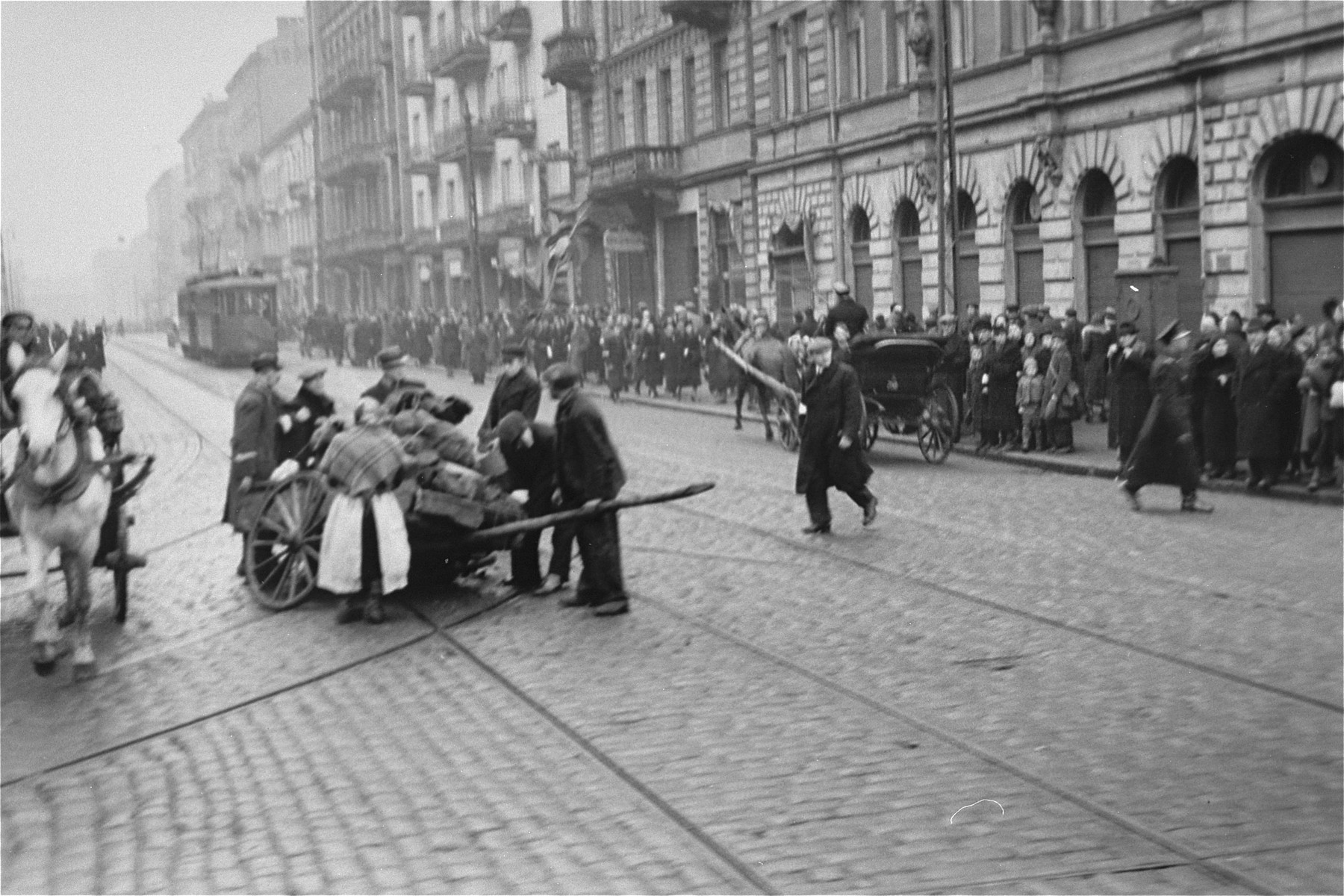 Jews attempt to repair a broken down wagon at the intersection of Nowolipki and Karmelicka Streets in the Warsaw ghetto.