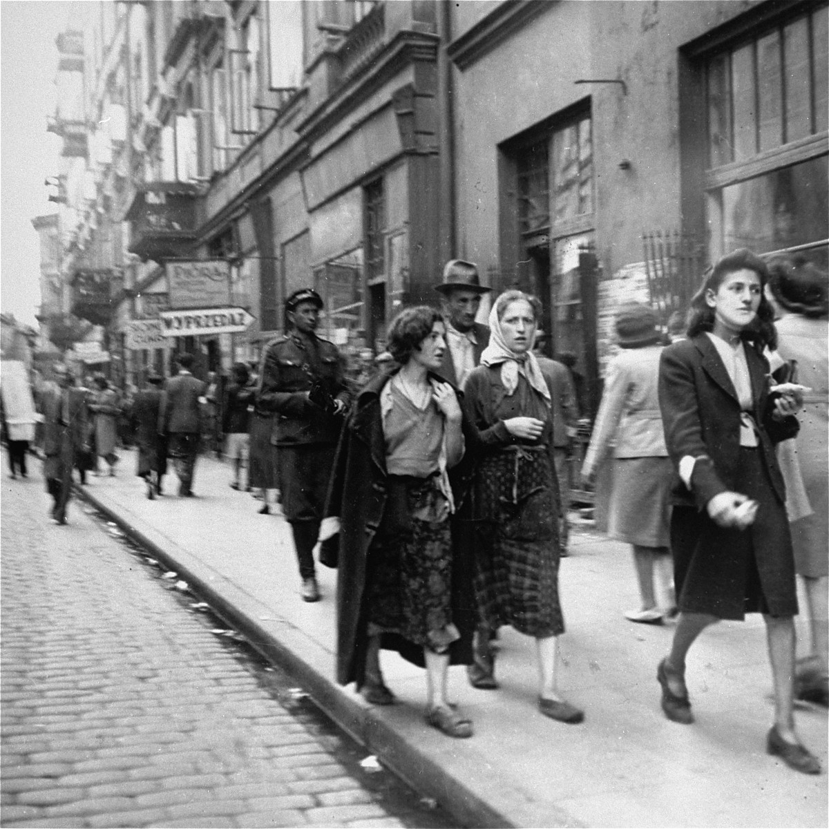 the warsaw ghetto its a resaerch paper The ghetto reached its highest number of inhabitants in april 1941 within its wall lived 395,000 varsovians (residents of warsaw) of jewish descent, 50,000 of people resettled from the western part of the warsaw district, 3,000 from its eastern part as well as 4,000 jews from germany (all resettled.