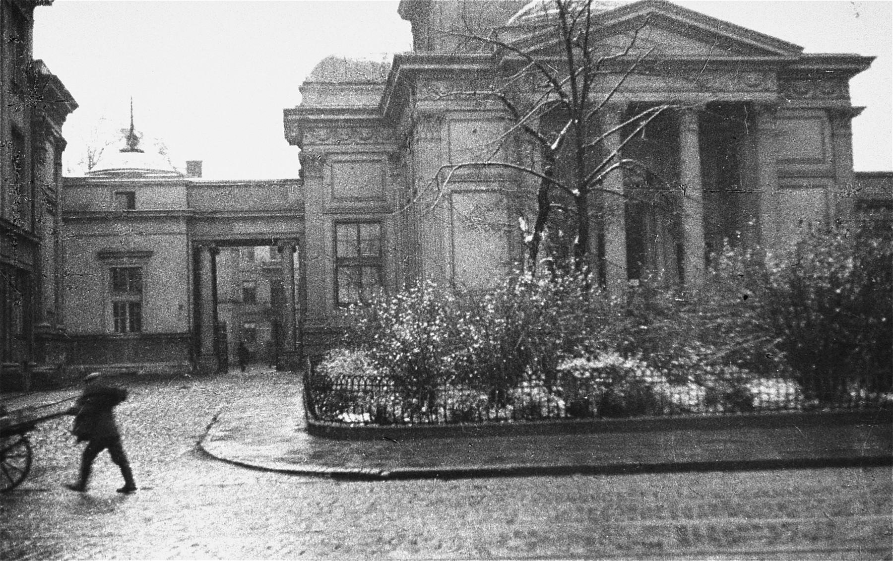 View of the Great Synagogue on Tlomackie Street in Warsaw, destroyed by the Germans in May 1943.   The photographer took this picture in March 1943, just before the Warsaw ghetto uprising.
