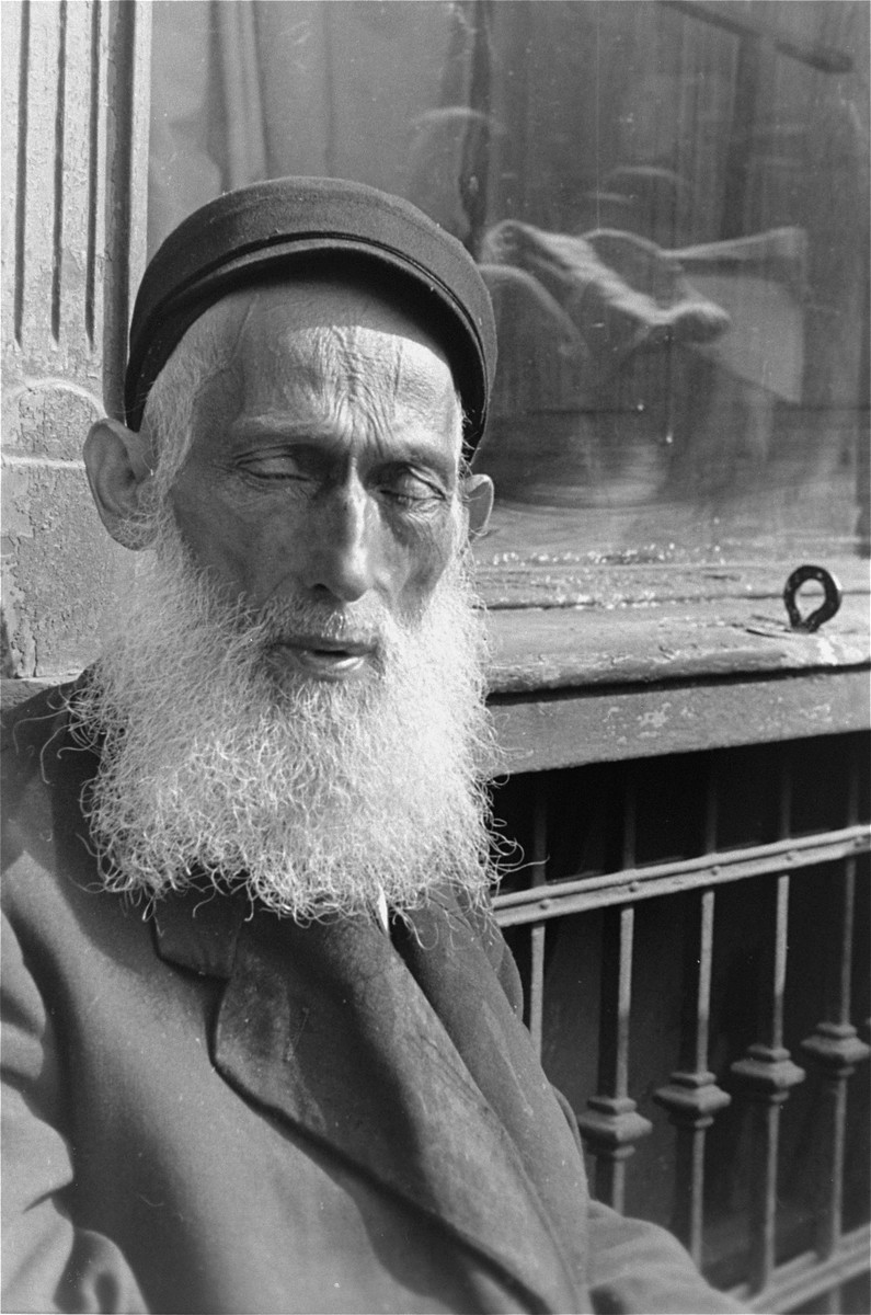 Portrait of an elderly bearded Jew in the Warsaw ghetto.