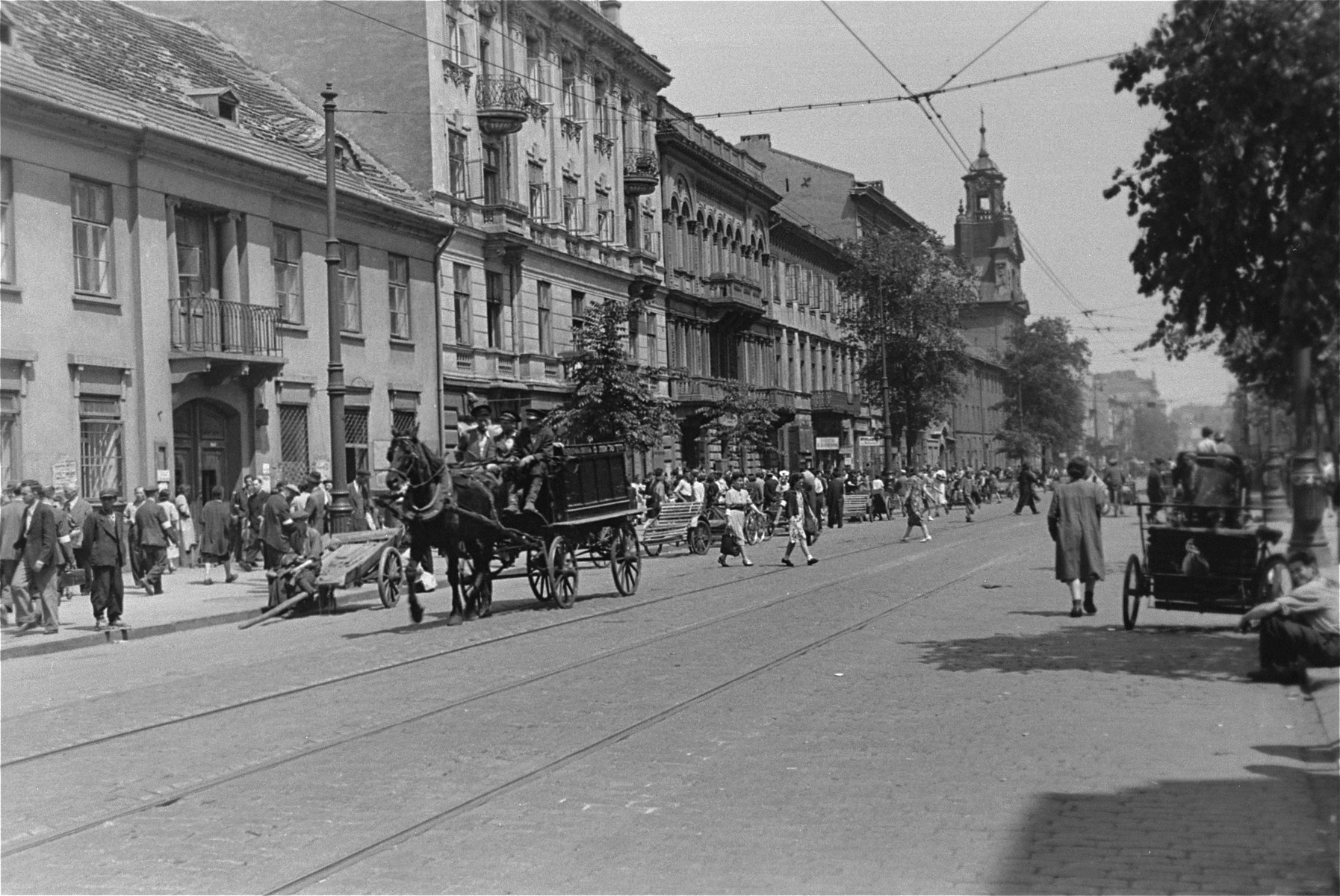 A horse-drawn funeral hearse drives along Leszno Street in the Warsaw ghetto.