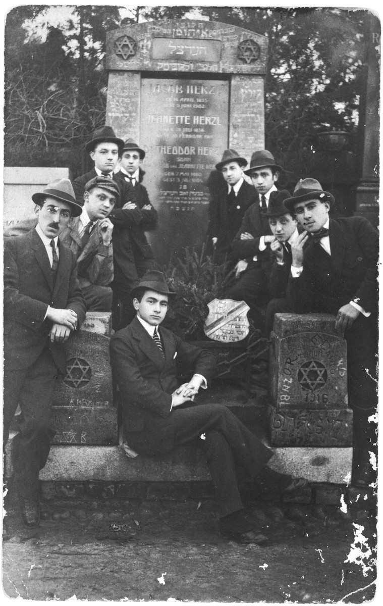 A group of young Zionist men pose in front of Herzl's tomb.  Abraham Grosfeld is on the far left.