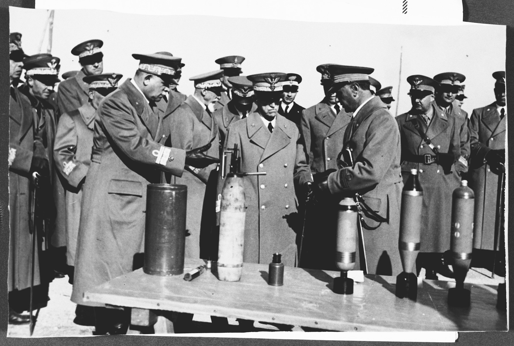 Aldo Foa displays one of his military inventions to King Vittorio Emanuele.