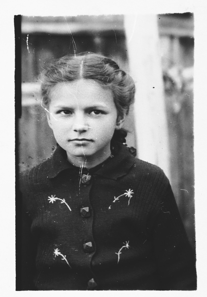 Portrait of a young Jewish girl in Bilki.  Pictured is Hana Mermelstein.