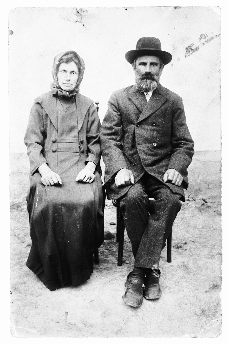 Portrait of an elderly Jewish couple in Bilki, Czechoslovakia.  Pictured are Henya Rochel and Abraham Weisz.
