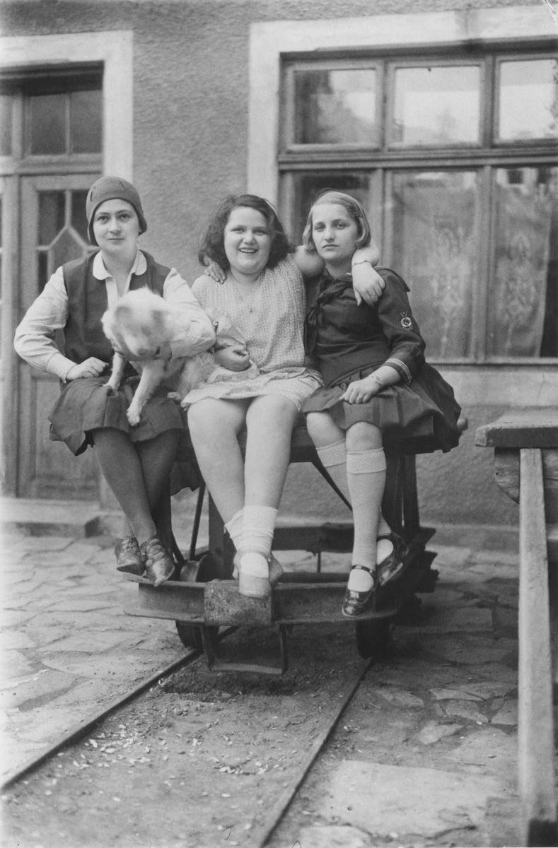 Lotte Gottfried (right) with her friend, Coca Auslander (center), and her nanny in front of the Auslander home in Czernowitz.