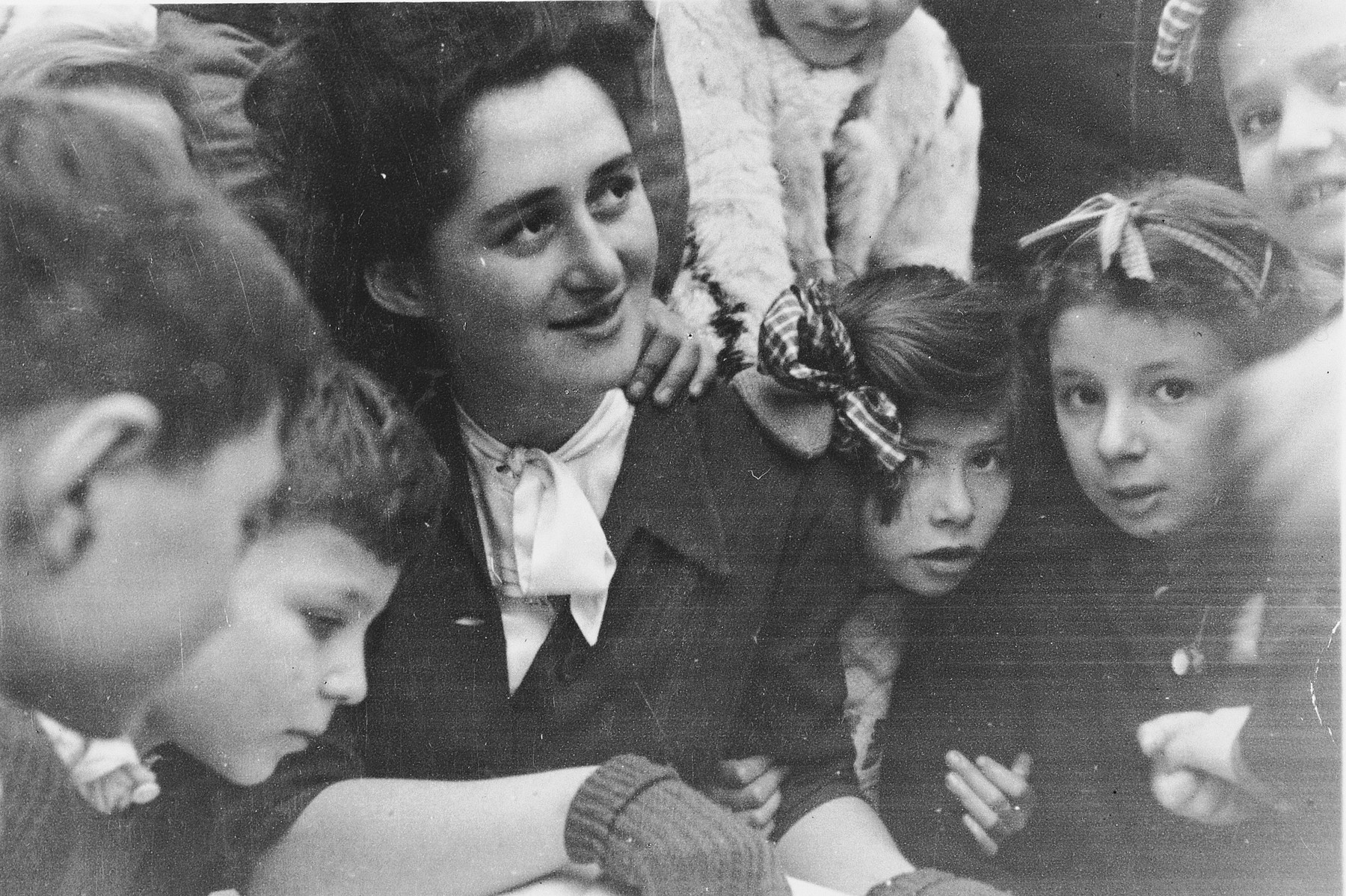 Rita Leisner is surrounded by a group of her students in the Fontenay-aux-Roses children's home.