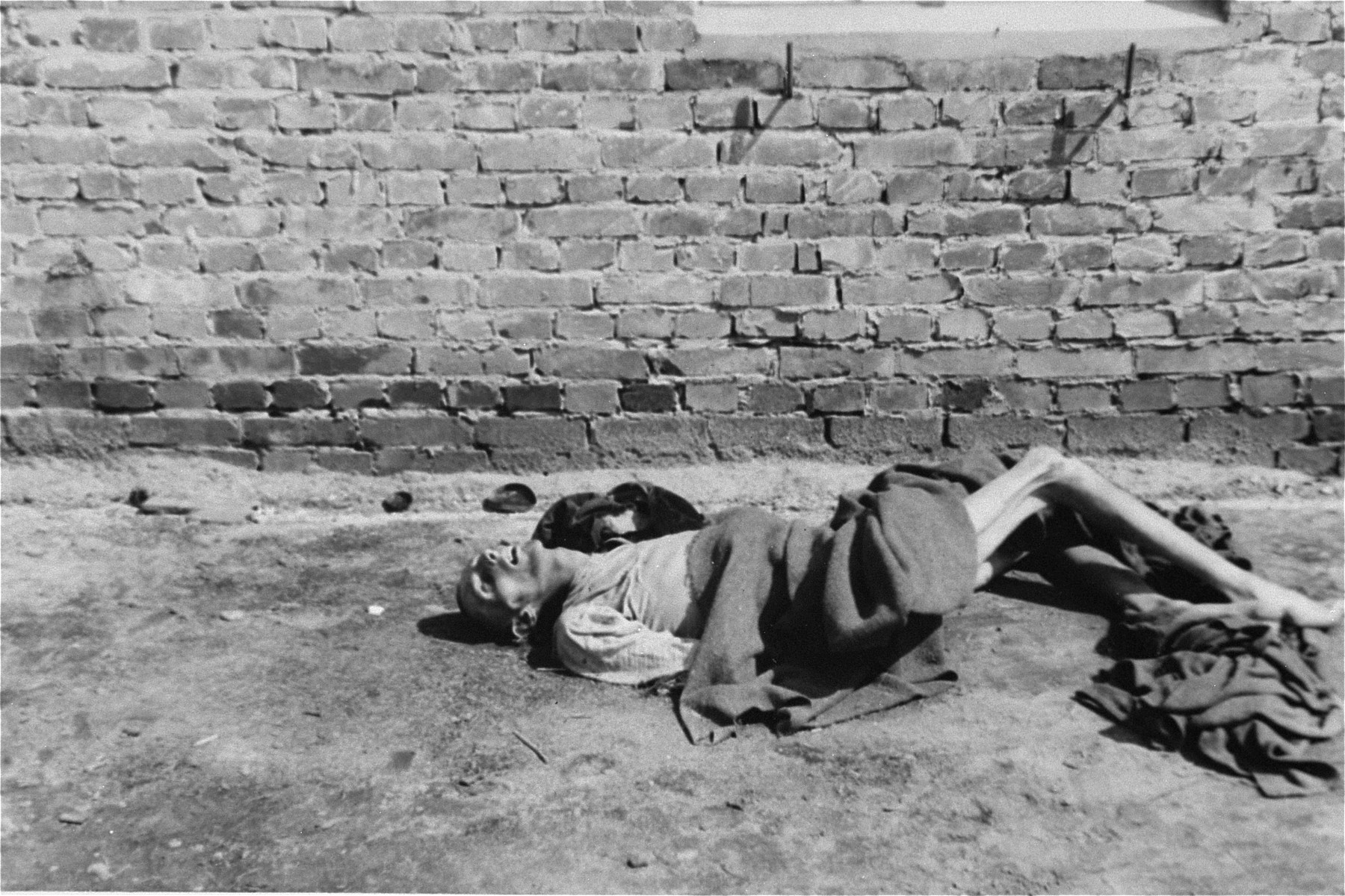 The body of a prisoner in Woebbelin.