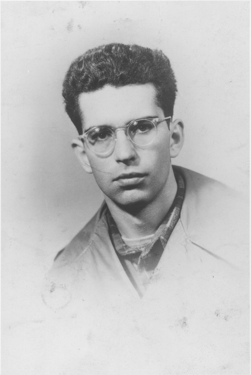 Passport photo of Frank Lavine, a former crew member of the Exodus 1947.