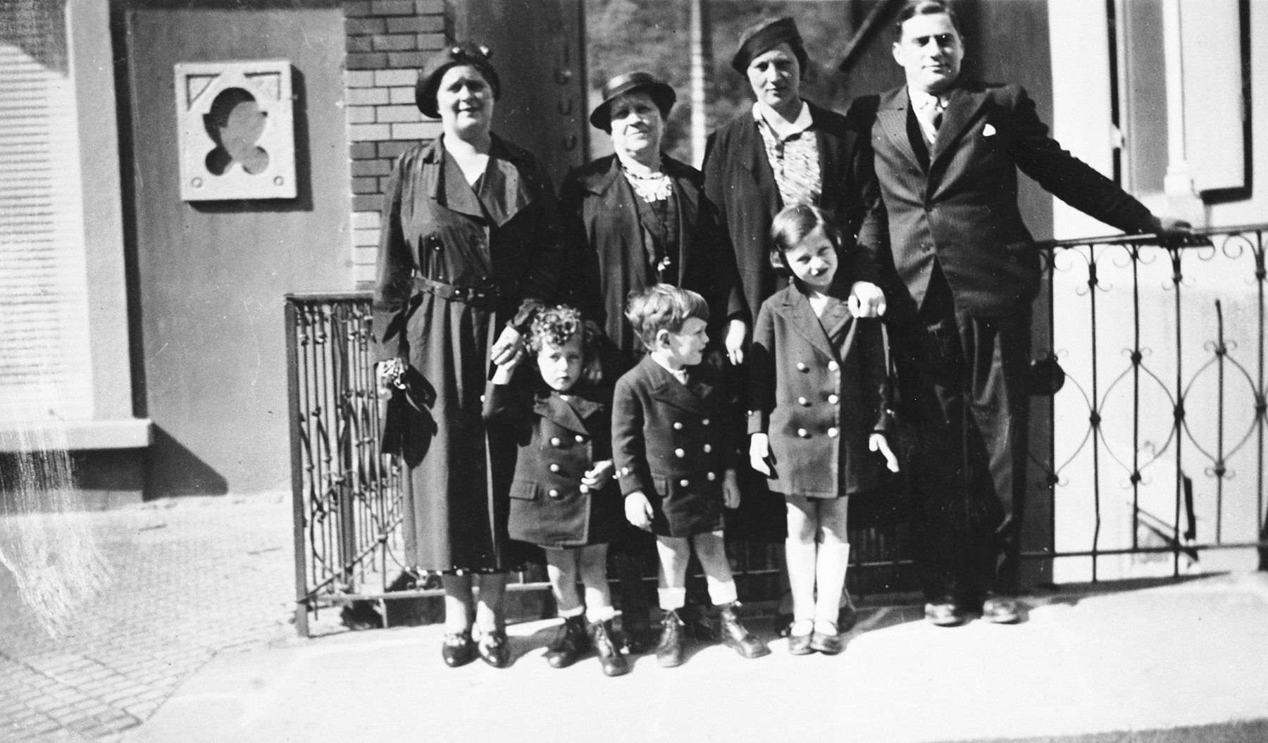 The family of Marianne Schwab poses with their aunts and uncle.  In front are Pierre, Louis and Marianne.  Behind Marianne is her mother, Marthe.