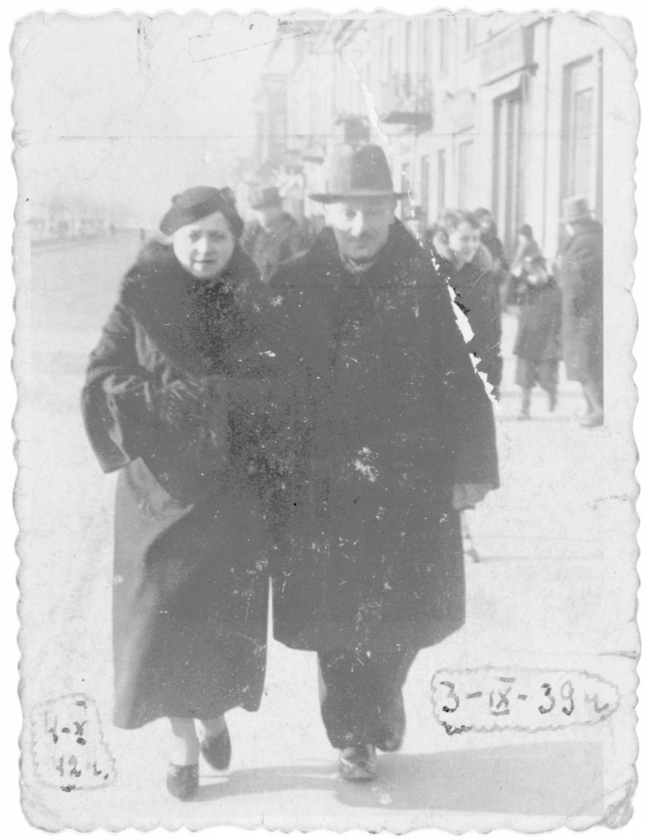 Emanuel and Roza Rotensztajn walk down a street in Czestochowa two days after the start of World War II.