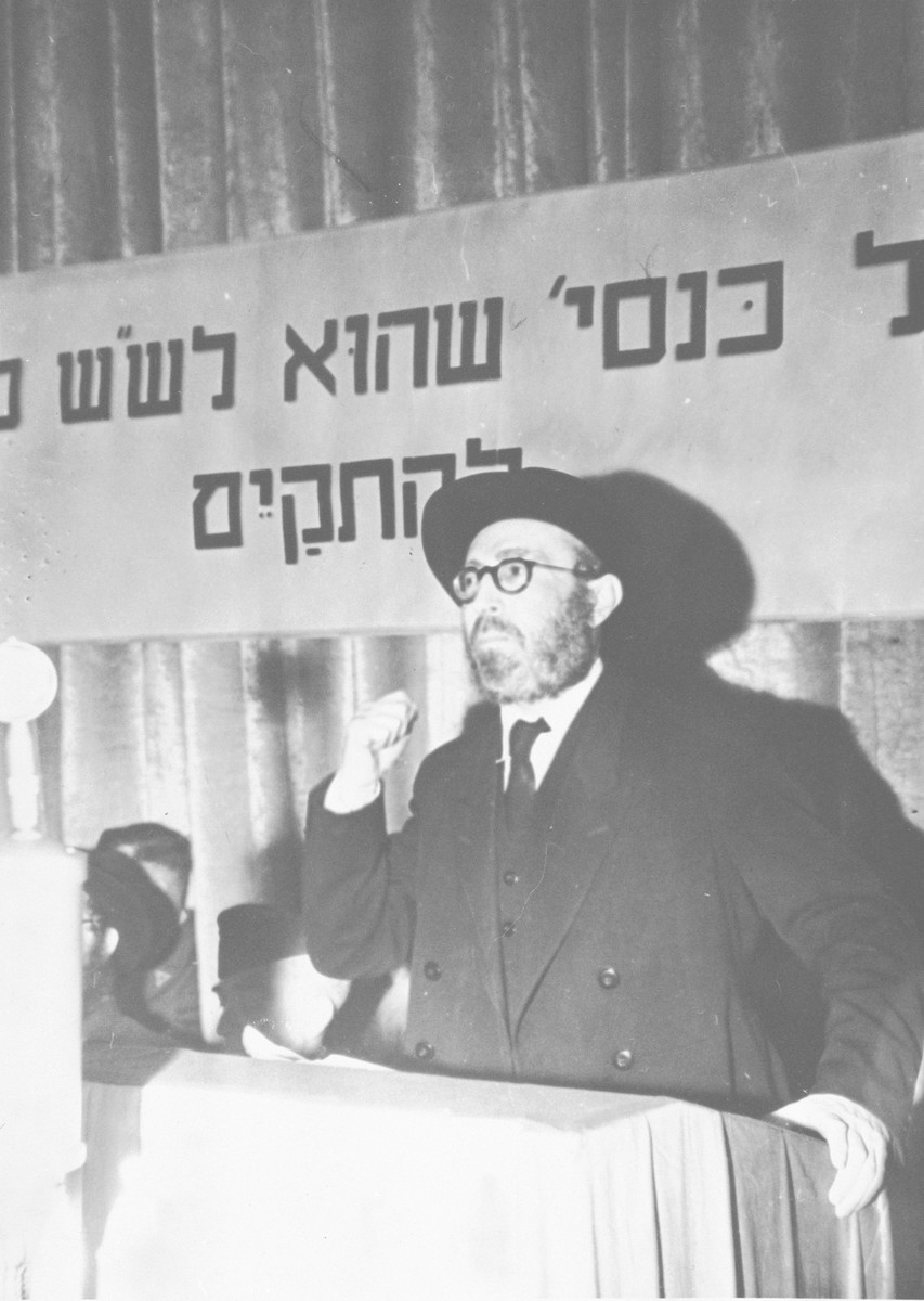 Rabbi Sneig from Kovno speaks at a rabbinic conference after the war.